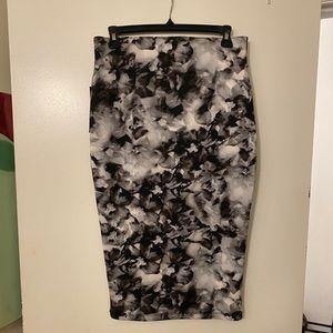 Black and white pencil midi skirt